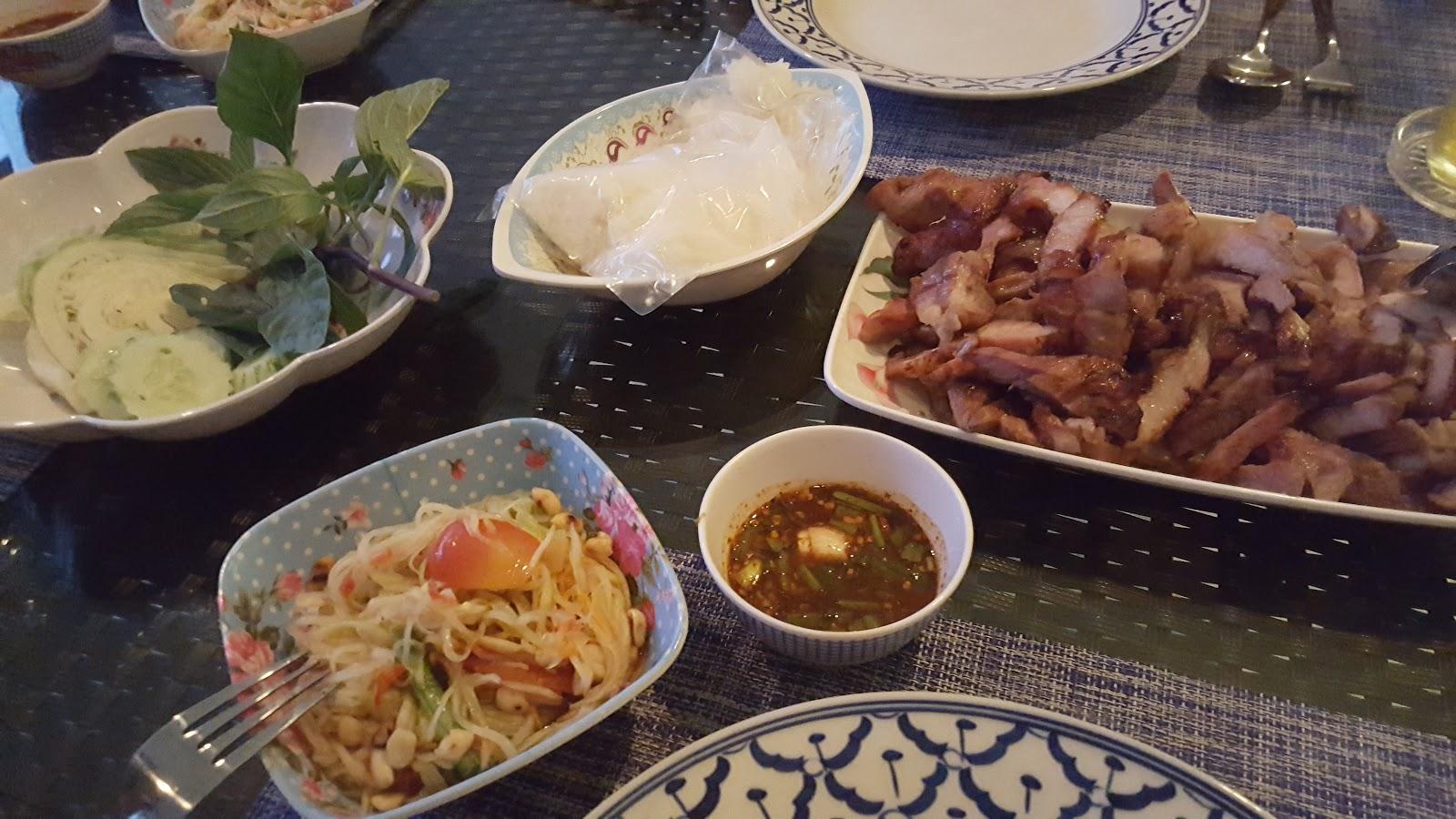 Grillat från gatukök i Ban Kram