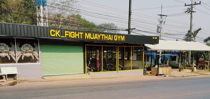Gym som erbjuder thaiboxning som träning