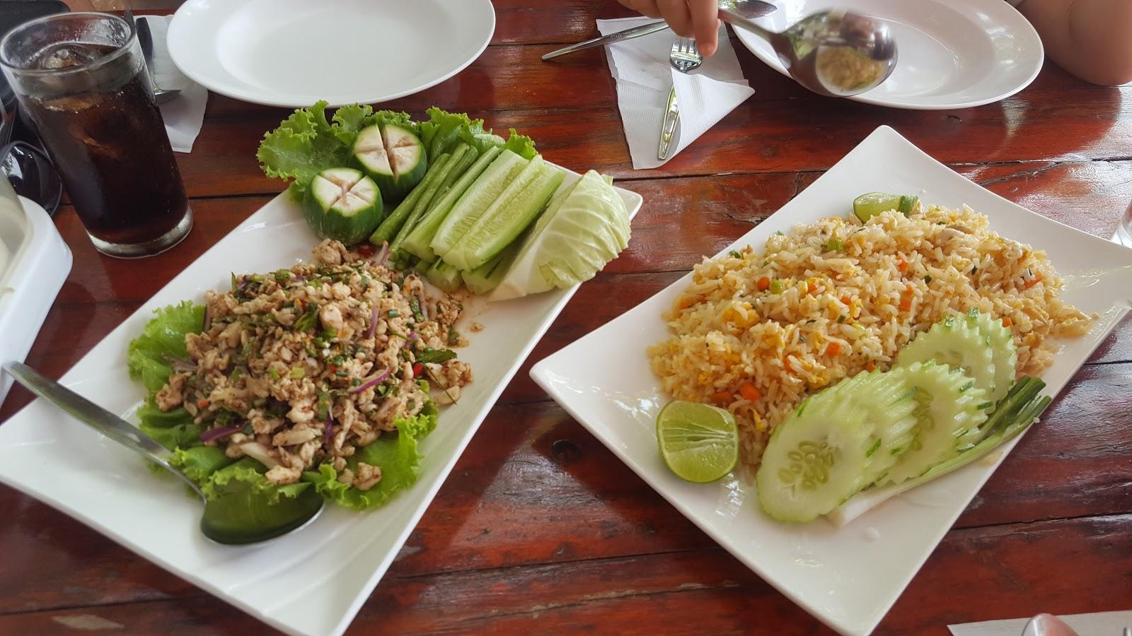Larb Moo och stekt ris